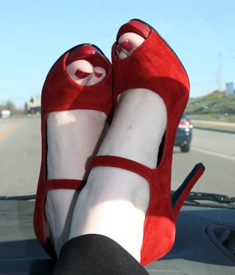 Красные Туфли Фото